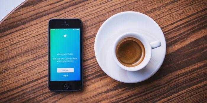 Twitter : clarifier ses tweets (photo de StockSnap prise sur Pixabayhttps://pixabay.com/fr/twitter-médias-sociaux-d-affaires-2617269/)